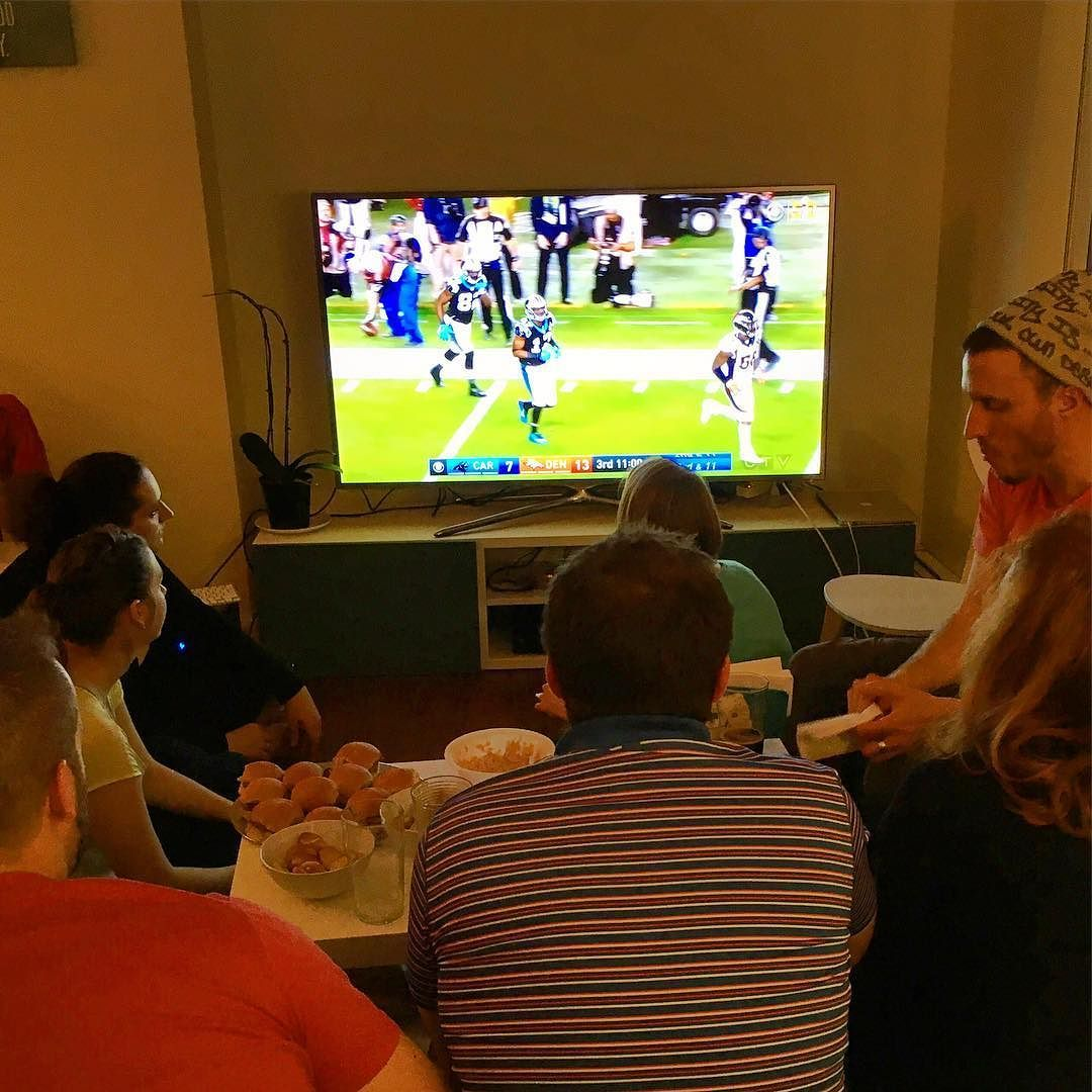The GoPro Experience team is watching the superbowl with friends !  #goproyyc #superbowl #sunday #yyc #yycnow #yycliving #calgary #football #carolinapanthers #panthers #broncos #denver #denverbroncos #superbowl50 #friends #food #drinks #apero #beer #junkfood - http://goo.gl/jIW1Wm