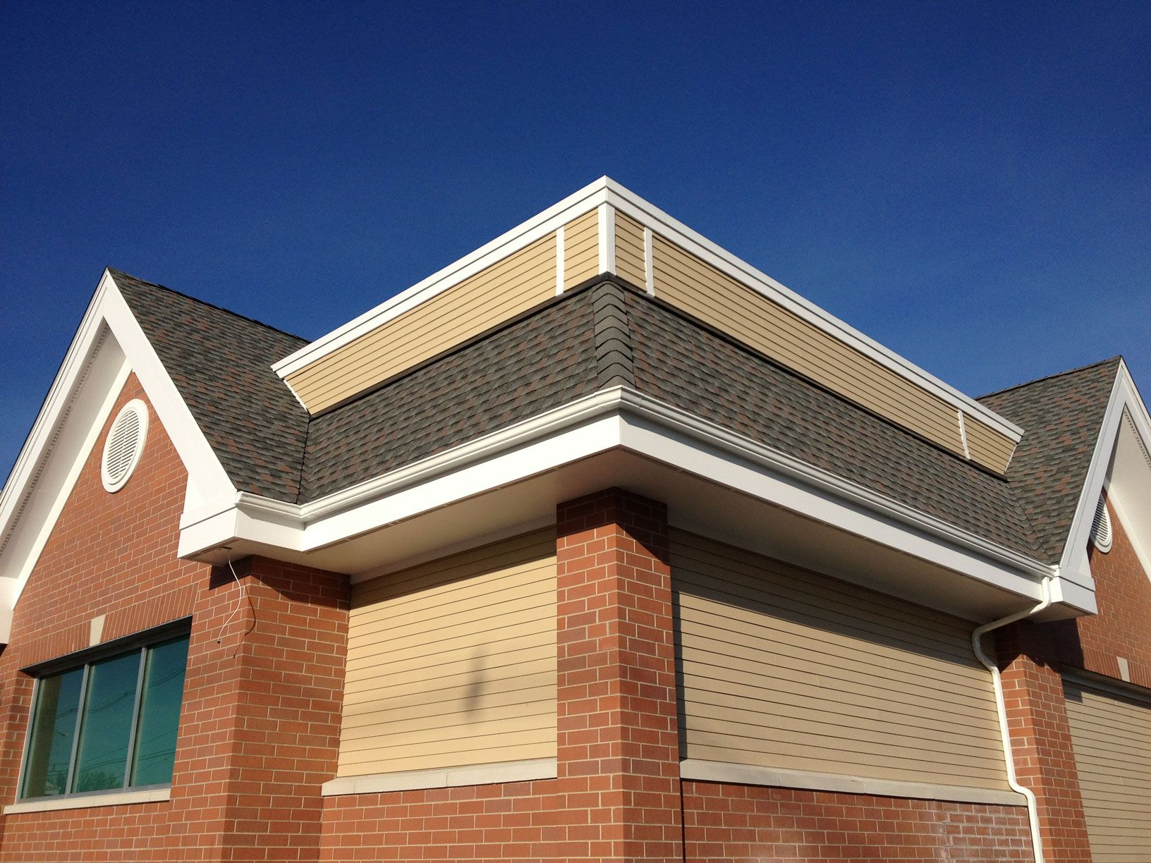 Seamless Gutters Installation By Sunshine Gutters Pro In California State Of United States Co How To Install Gutters Rain Gutter Installation Seamless Gutters