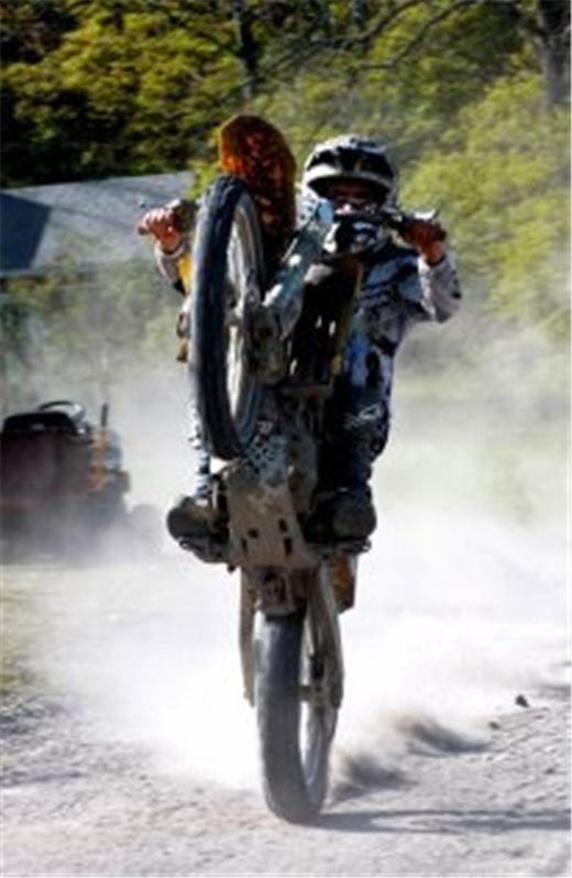 Evan Wheelie On The Rmz Suzuki 450 Dirt Bike Dirt Bike Wheelie