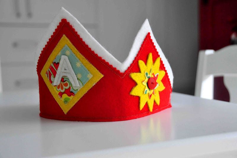 Aesthetic Nest: Sewing: Felt Birthday Crowns for Audrey and Kate