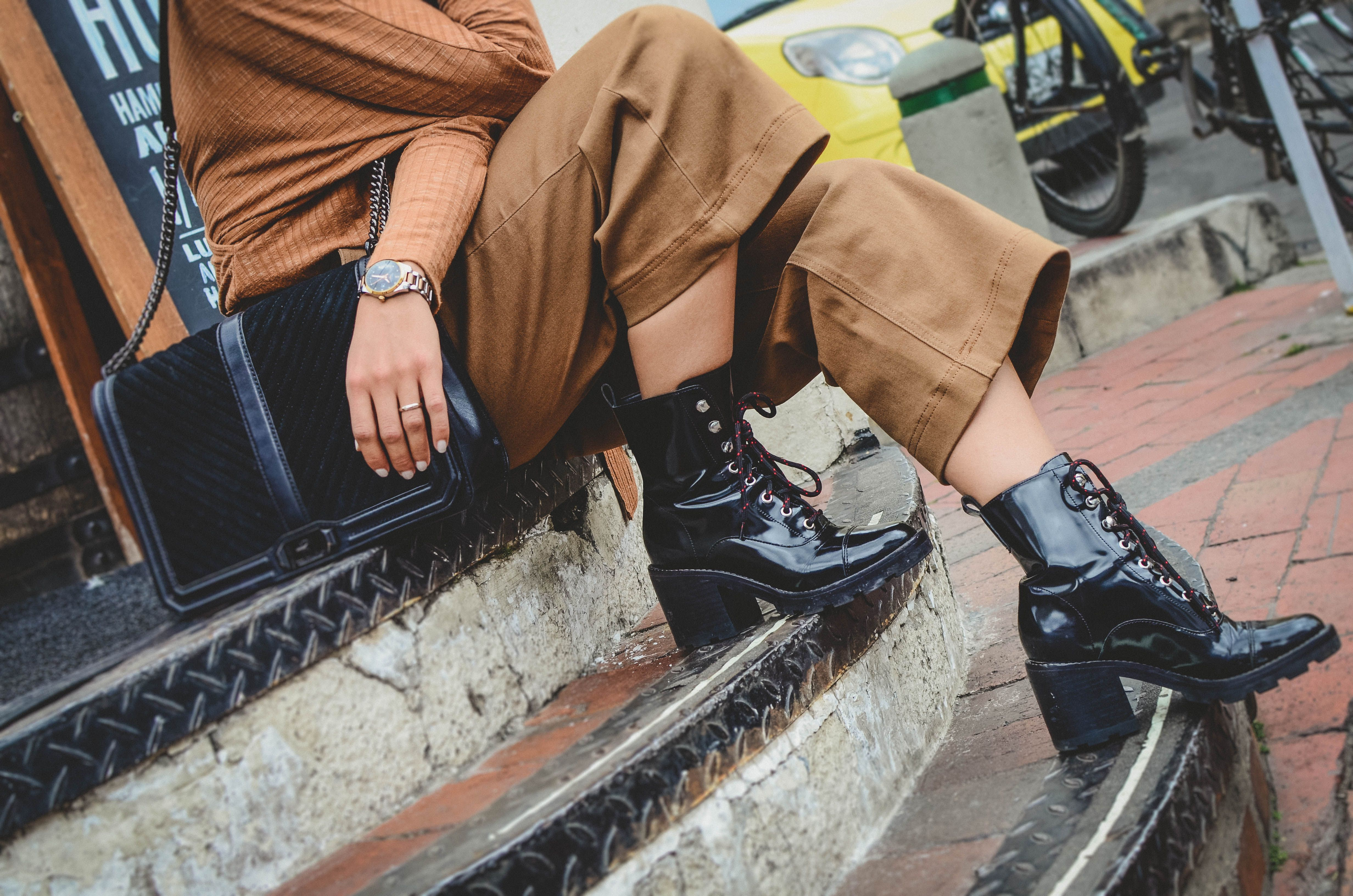3 Tips To Pull Off The Cropped Wide Leg Pant The Mom Edit Combat Boots Wide Leg Pants Combat Pants