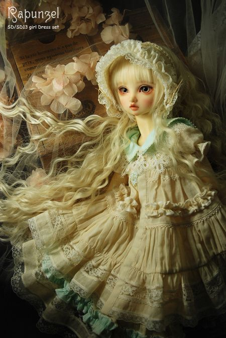 she not an angel, but wow, the face, all of this doll is wow