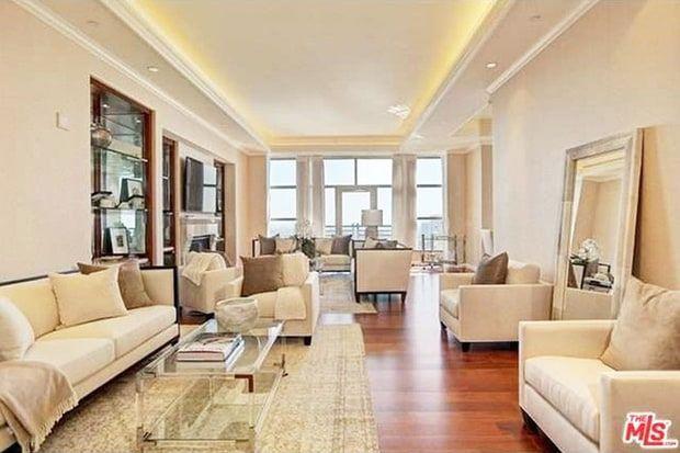 Yolanda Purchases 4 5m Penthouse Take A Tour Inside Her Bachelorette Pad Condo Living Room Yolanda Foster Condo Living
