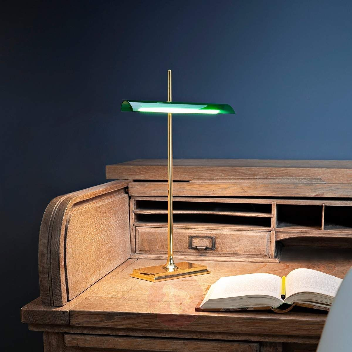 Stilvoll arbeiten: Klassische Bankerlampe aus dem Sortiment des ...