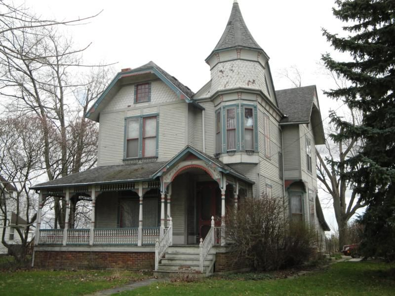 Bowling Green Ohio Short Sale Opportunity 3000 Sq Ft Victorian Victorian Houses For Sale Spooky House Victorian Homes