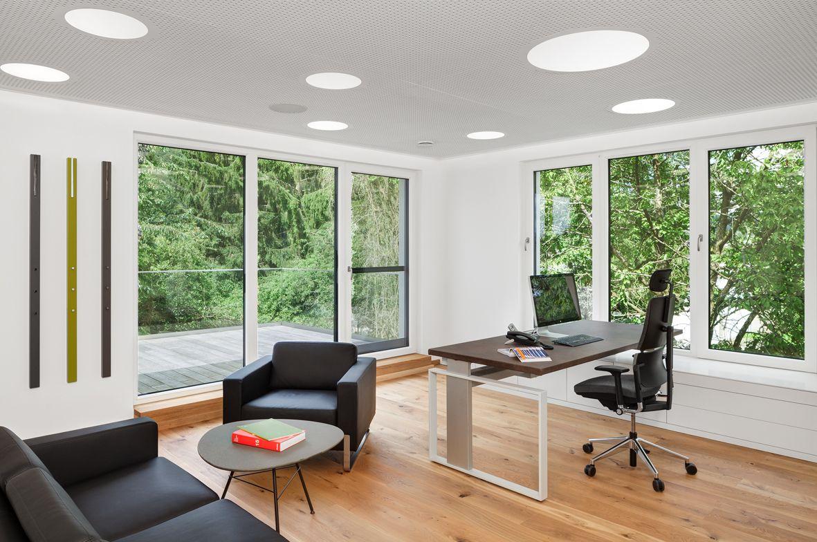 Ergonomischer Bürostuhl, Liffttisch, Akustikdecke, Beleuchtung ...