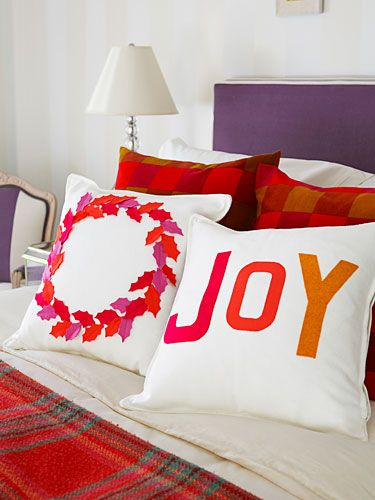 Get the instructions for pillows with snipped-out and glued-on felt holly leaves and letters