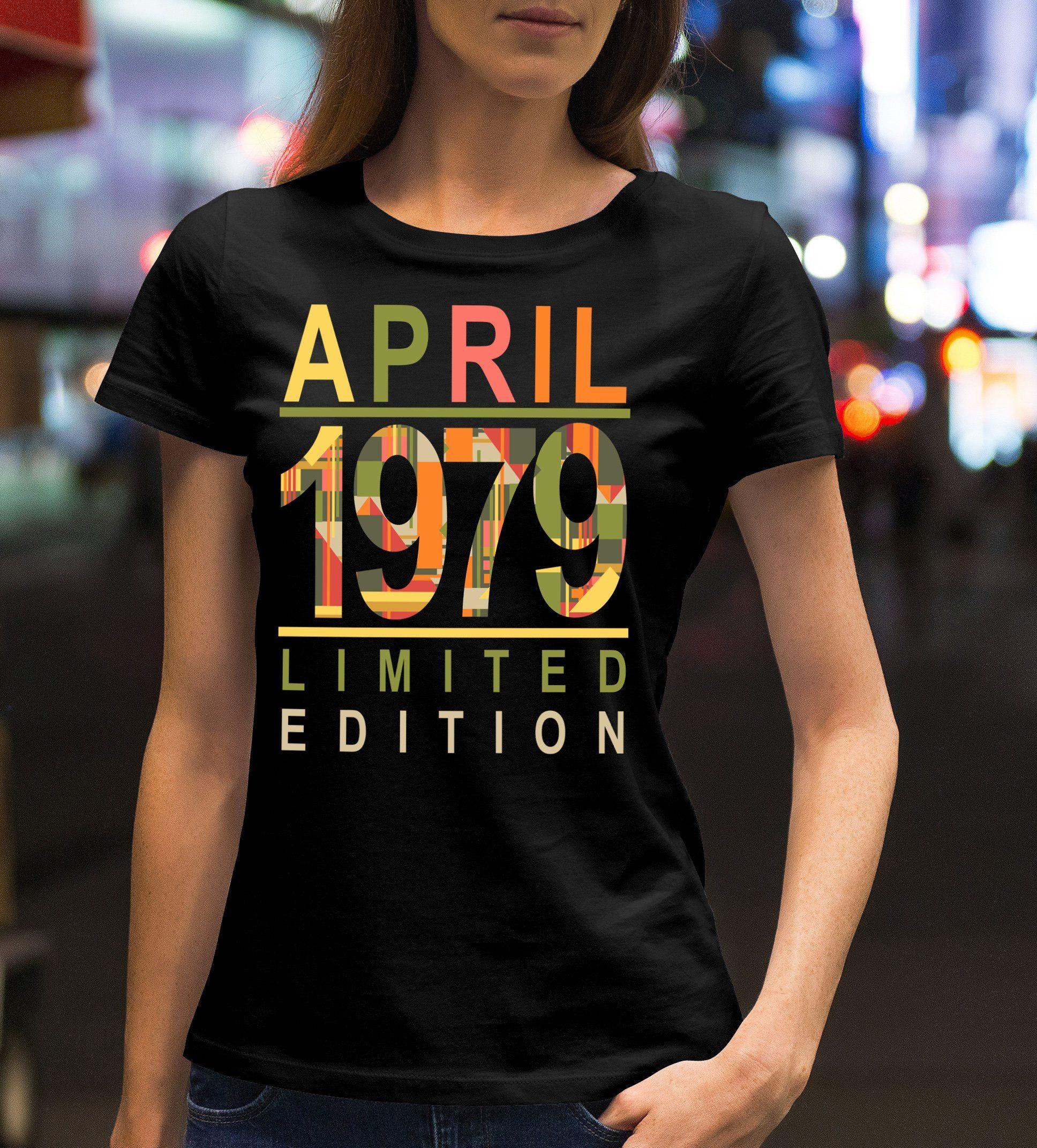 Birthday gift40thborn in 1979black tshirtwomens