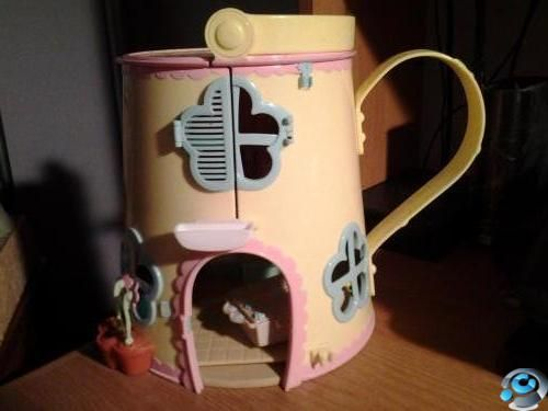 Selling fifi house only asking £3.00