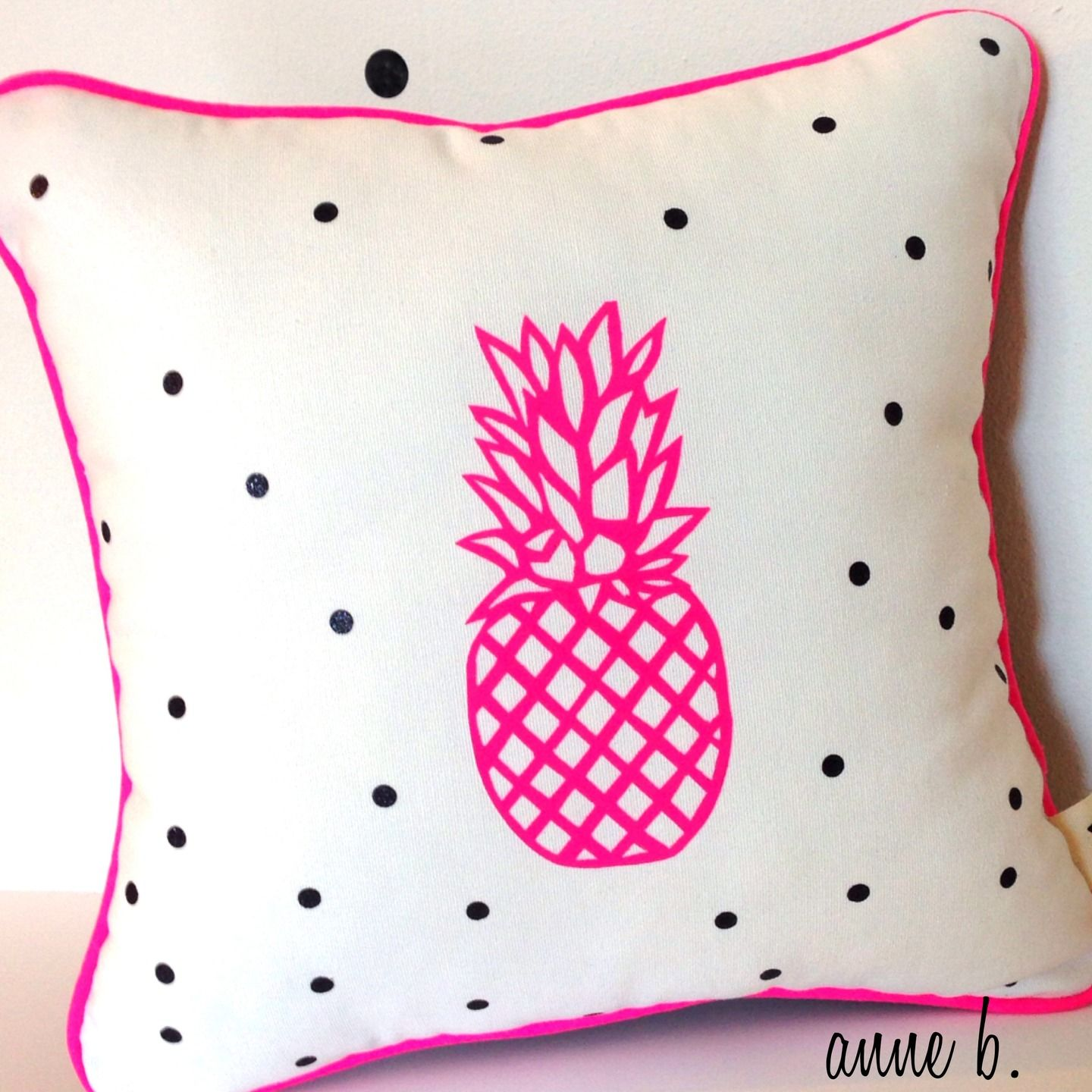Coussin Pineapple Motif Ananas Rose Fluo Au Centre, Face Toile