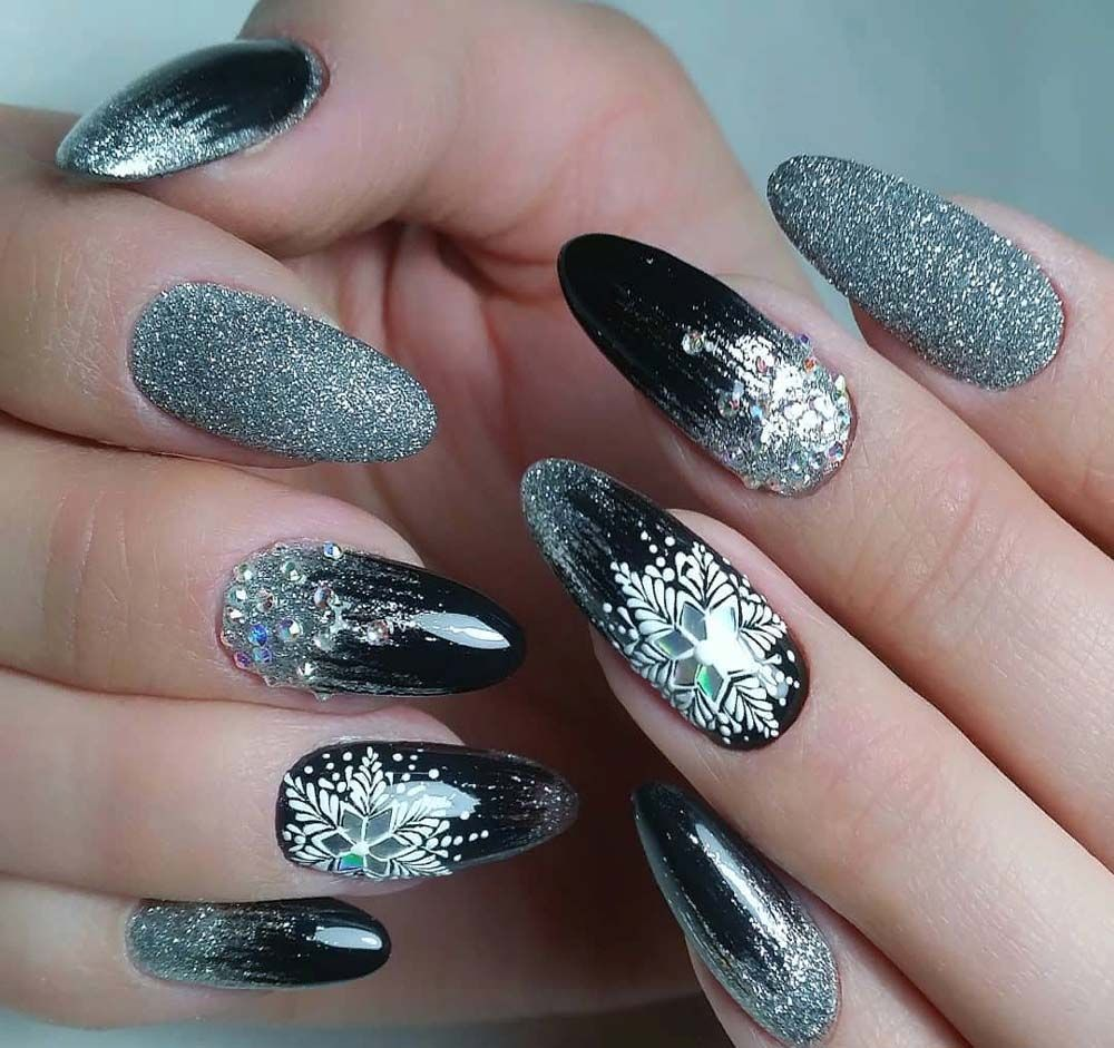 Black And Silver Mirror Nail Art For Amazing Look In 2019 Silver Nails Silver Nail Art Christmas Nails