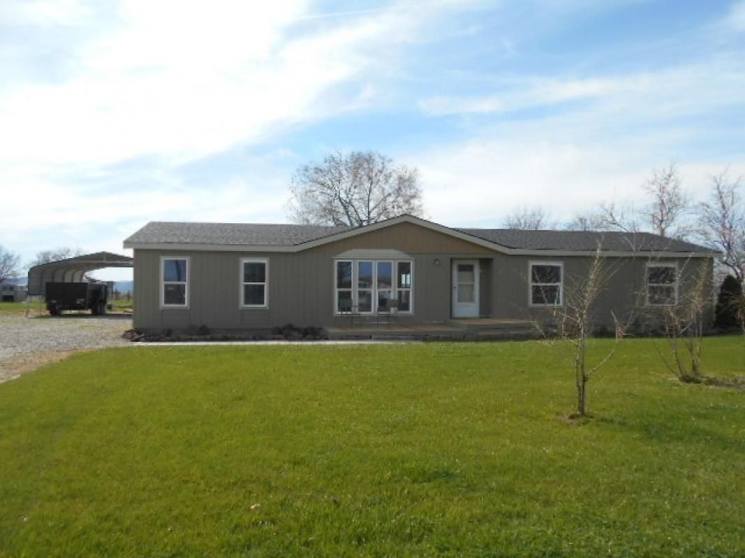 3 bedroom with office or 4 bedroom, tile counters, new