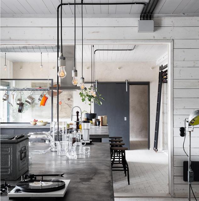 Luxury Industrial Kitchen: Mjuk Minimalism I Gamla Guldsmedsbutiken