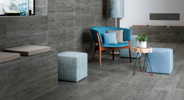 Axi interprets, in a contemporary way, different wood essences enhanced by the natural ravages of time on surfaces rich in intriguing chromatic contrasts.