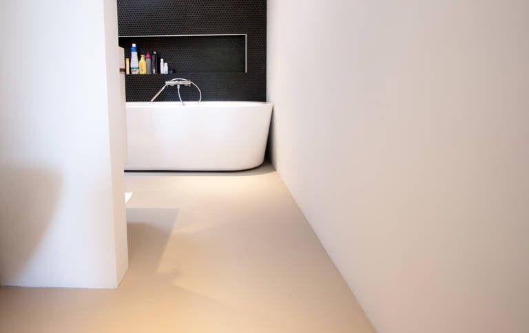 M2 pu uv gietvloer strakke vloer badkamer naadloos