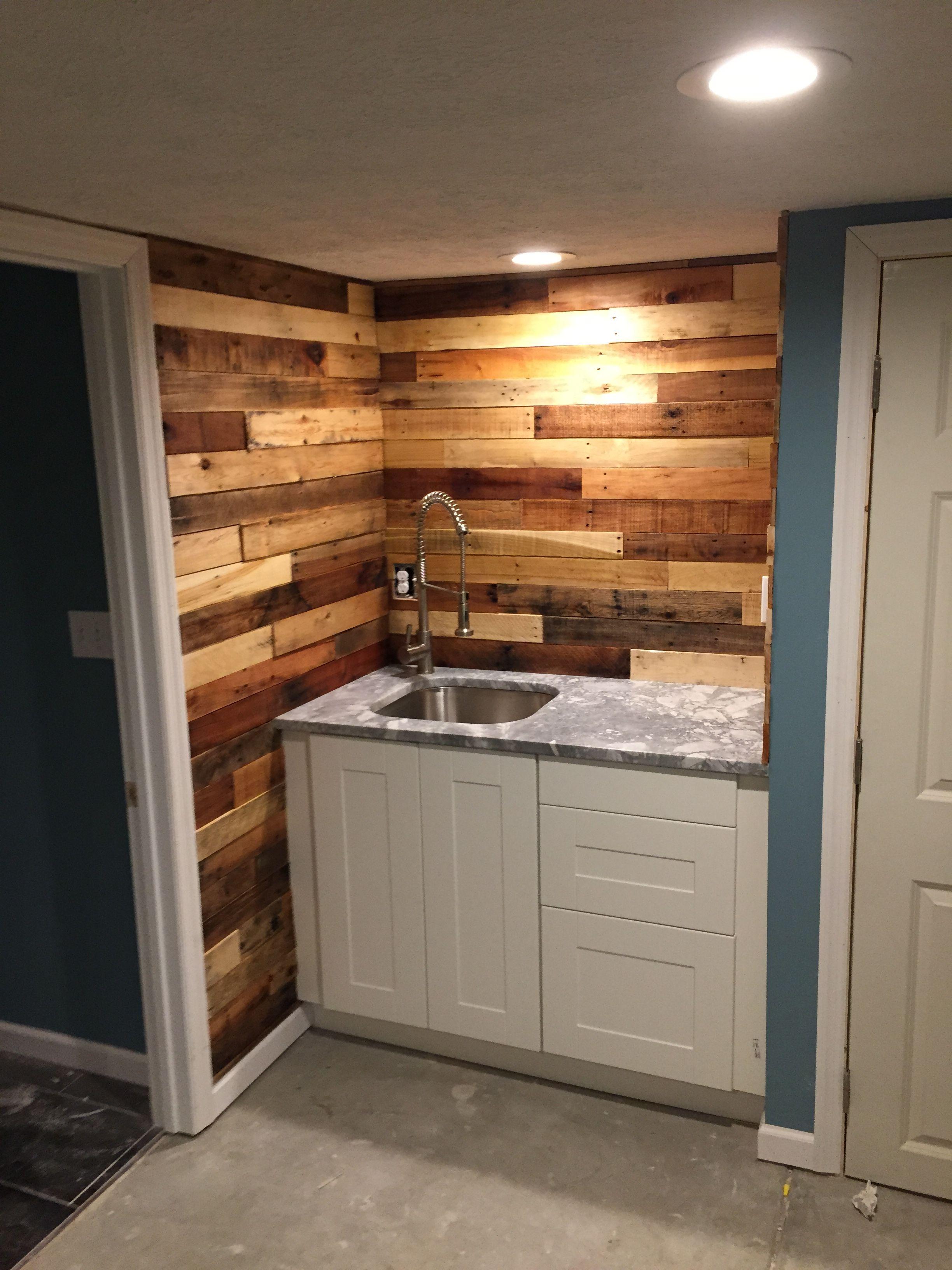 Reclaimed wood back splash | Wood pallet wall, Pallet ...