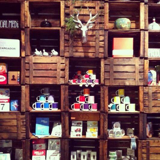 Cajas de fruta de madera antiguas decoraci n recicla - Decoracion de cajas ...