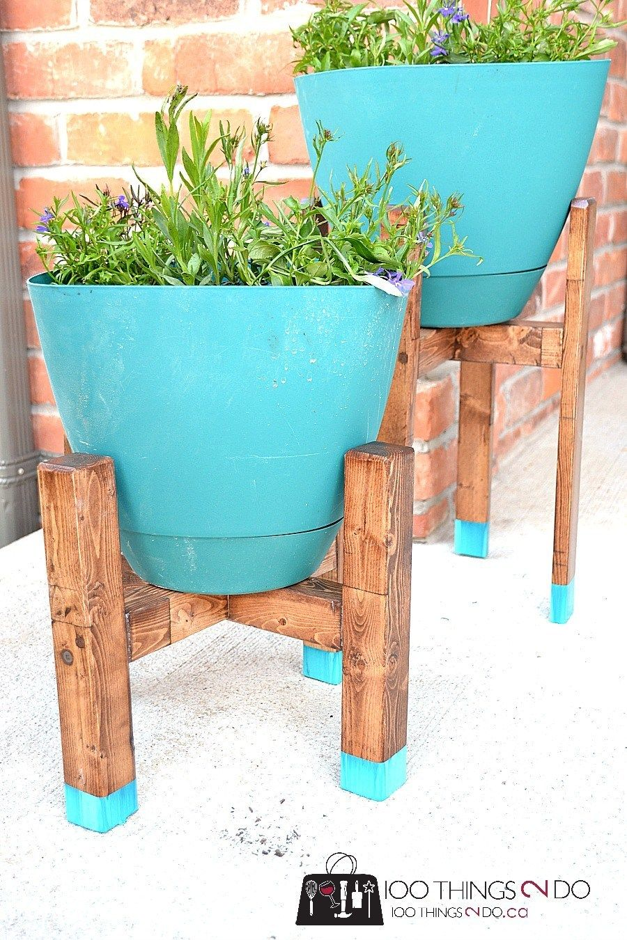 DIY Plant Stand - West Elm Knock-off #diyplantstand