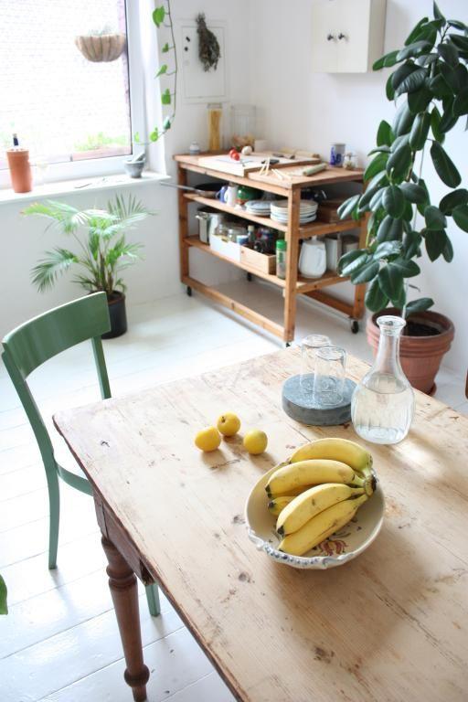 sch ne k chenideen holztisch mit st hlen und kleine anrichte aus massivholz a b o d e lll. Black Bedroom Furniture Sets. Home Design Ideas