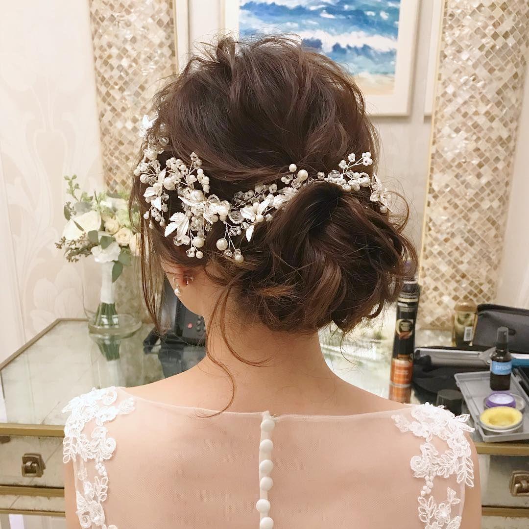 ビジュー系ヘッドドレス シニヨンの可愛いブライダルヘアまとめ