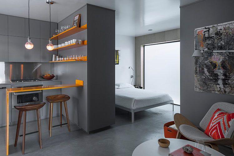 Спальня находится буквально рядом с кухней и отделена от ...