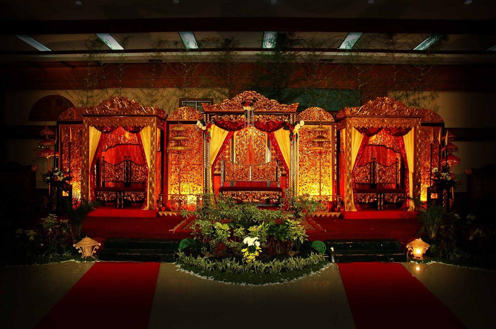 wedding stage decoration pics%0A Soma Sengupta Indian Wedding Decorations Towering Red  u     Gold Mandap