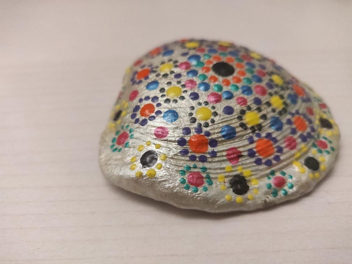 Dot Painting on seashells | Mandala art therapy, Indian ...