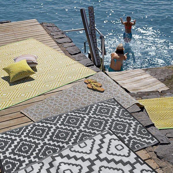 Outdoor Teppiche In Vielen Verschiedenen Mustern Und Farben Gibt Es