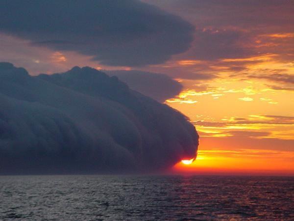 Edge of the Storm - Pixdaus