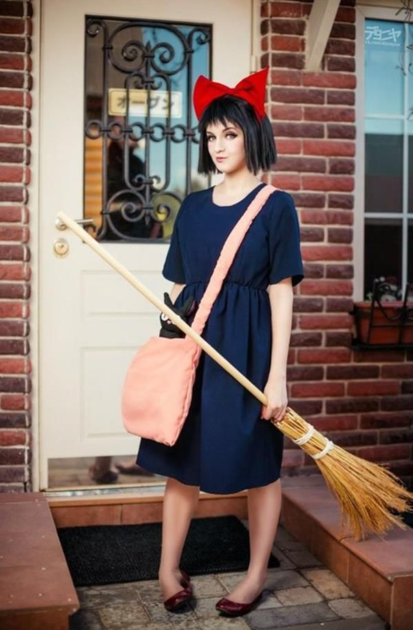 What an adorably done Kiki cosplay! From Kiki's Delivery ...