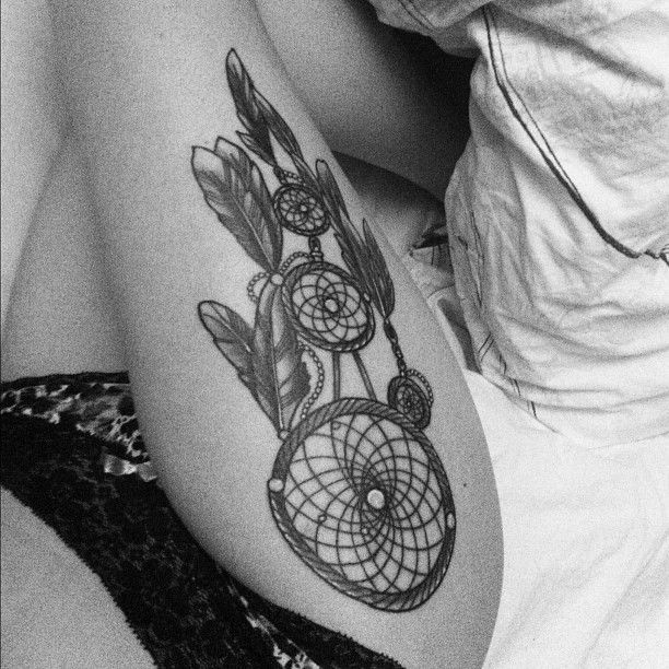 dreamcatcher thigh tattoo tattoos and piercings pinterest traumf nger. Black Bedroom Furniture Sets. Home Design Ideas