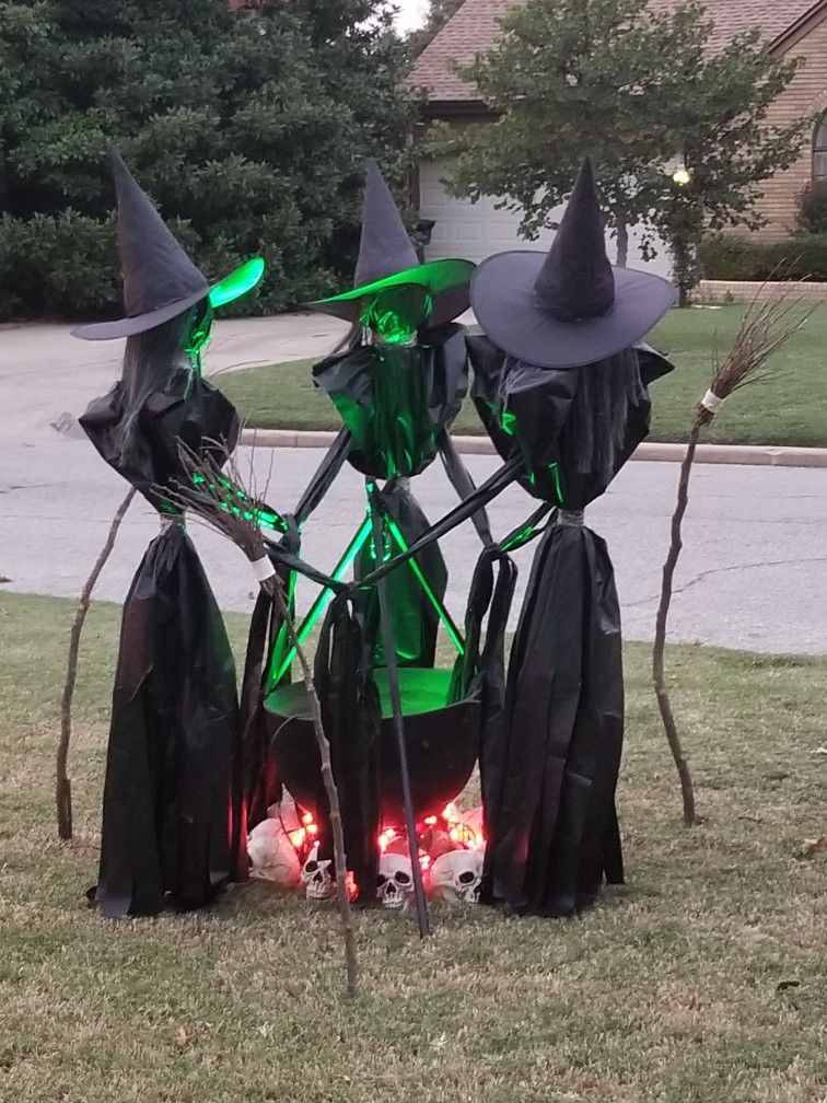 Halloween Yard Decorations 2019.Pin By Judy Mcgrath On Halloween In 2019 Halloween Witch