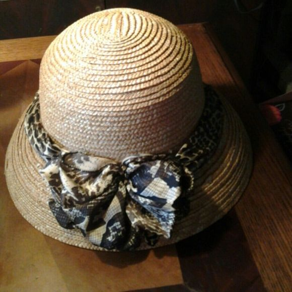 Sun hat Pretty bowed sun hat, wear it to garden or church. This hat will protect you from the sun while keeping you cute. Nwot Accessories Hats