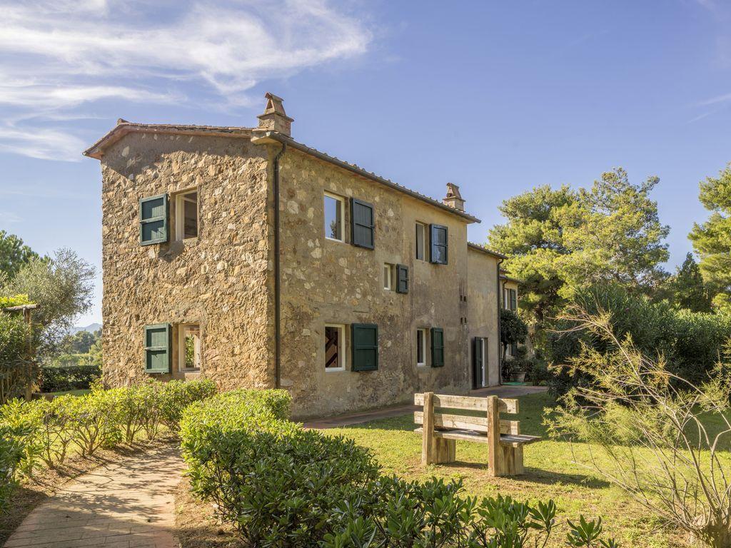 """Elba """"Case Danesi"""", an 1700 farmhouse situated on a hill"""