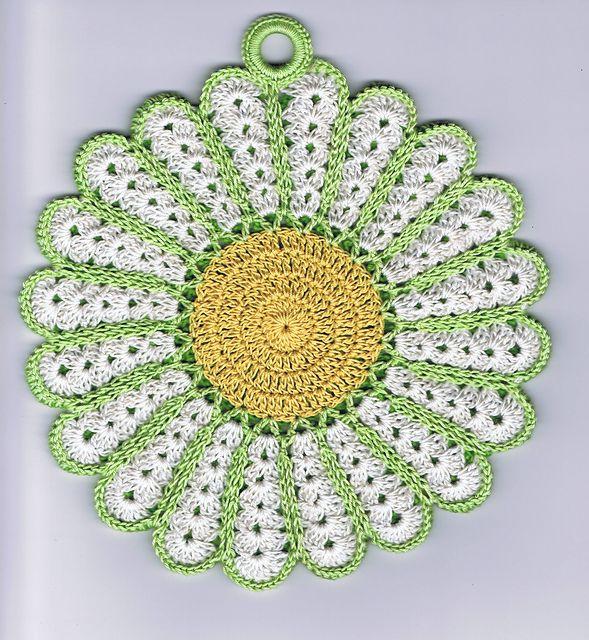 Ravelry: Vintage Daisy Potholder pattern by Maggie Weldon ...