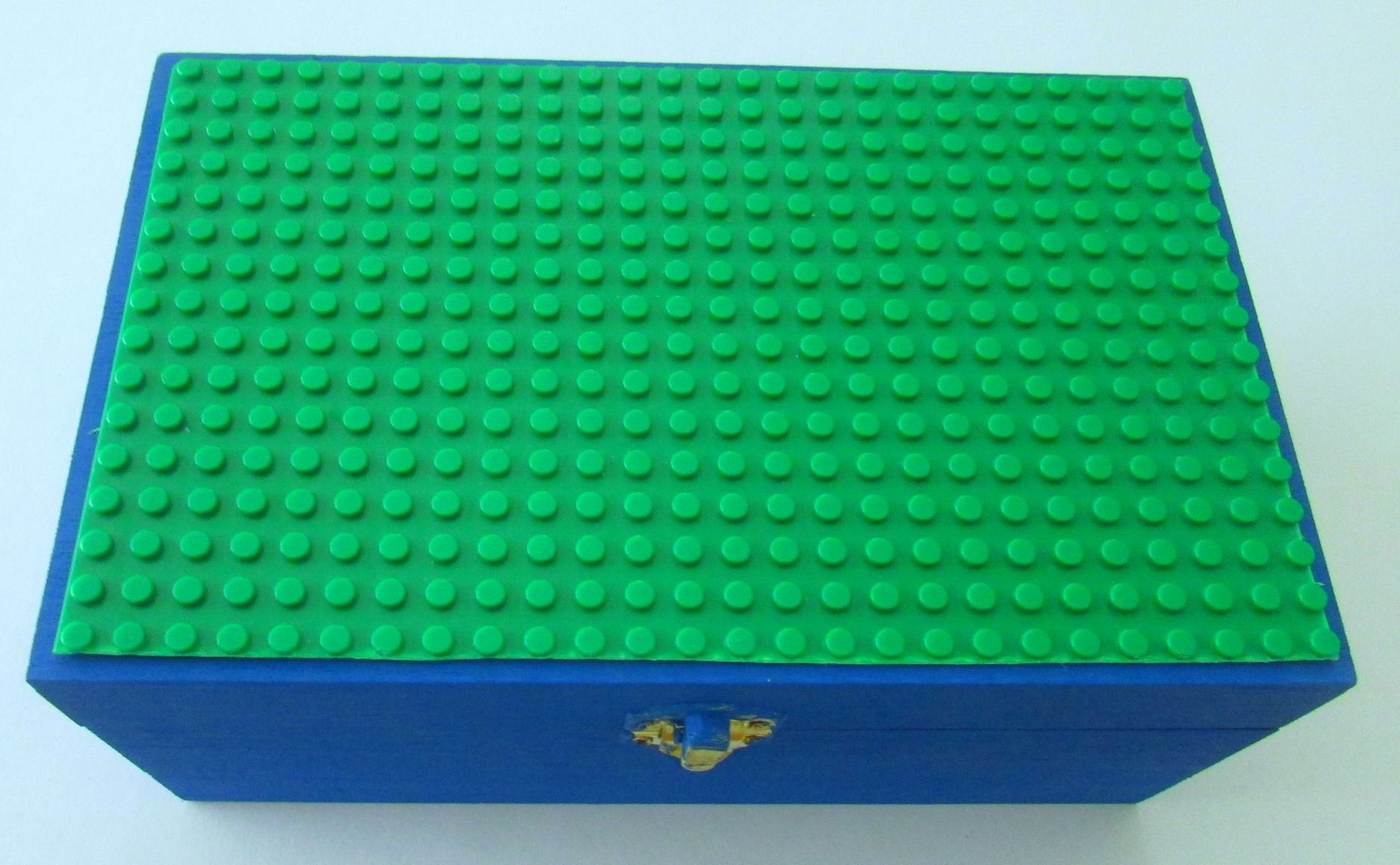 DIY Lego Travel Box-This simple box is fast & easy to create and it's perfect for road trips or a special gift. Fun to make with a kid, scout troop, awana, or MOPS! sunshineandhurricanes.com So great for the Lego lover on the go!