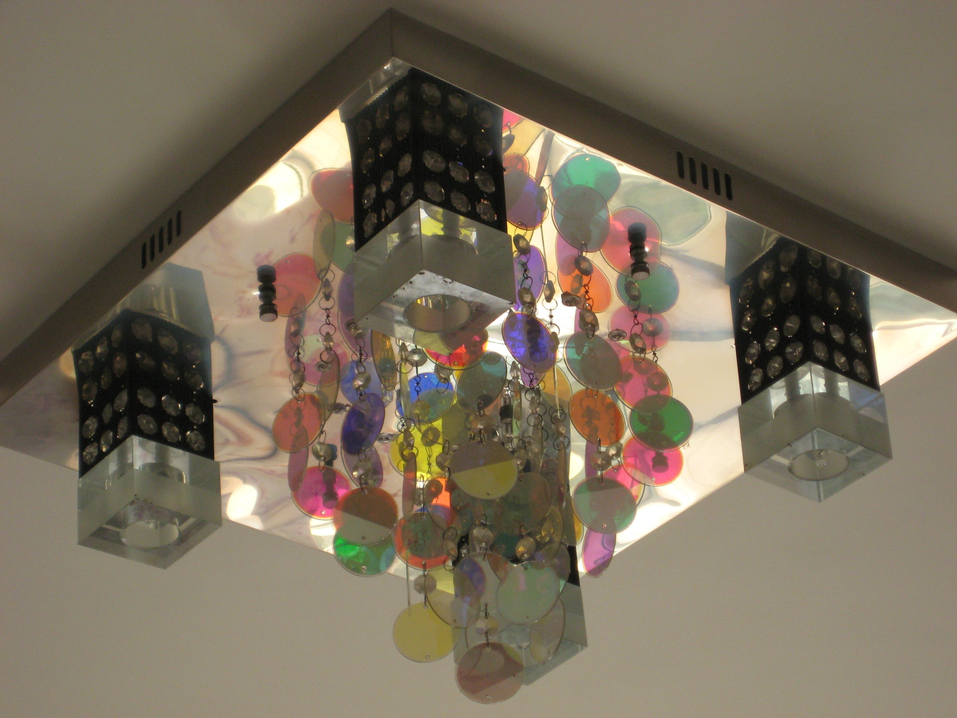 Discobal Met Licht : Light fixture extraodinaire! this is like a lava lamp meets disco