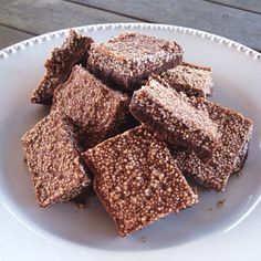 1 cup melted coconut oil + 1/2 puffed amaranth + 1/4 cup sweetener ( maple syrup, honey, rice syrup, coconut syrup or sugar ) + 4 tbs cacao powder… In a large bowl add coconut oil, sweetener, cacao powder and mix well