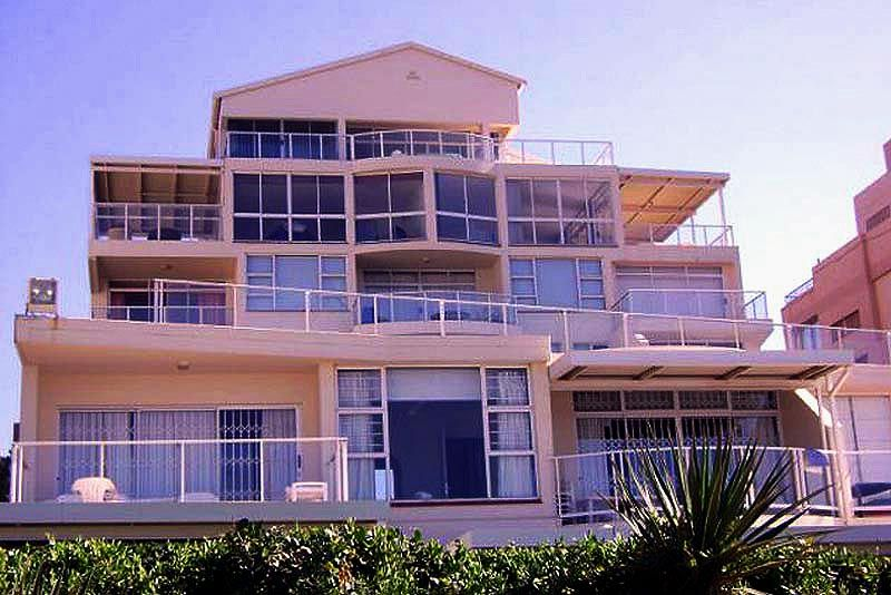 UMHLANGA ROCKS - North Coast, KwaZulu Natal STAY AT 13 GLITTER BAY situated on Umhlanga's Bronze Beach, boasting exceptional views, direct access to the popular beachfront walkway and swimming beaches, good security, and a lovely communal swimming pool & braai area. Click here for more http://www.wheretostay.co.za/13glitterbay/
