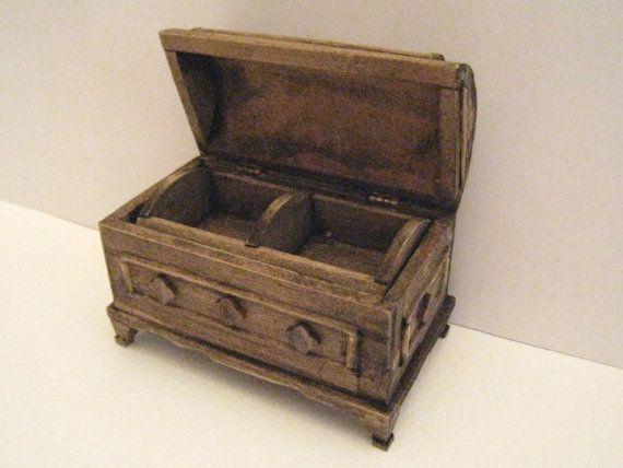 Tudor  Round top blanket  or storage box
