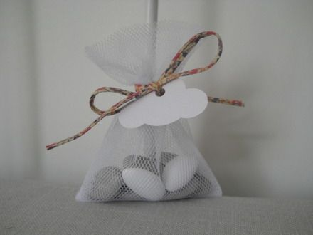 Pochon en tulle blanc et liberty fairford vieux rose pour dragées  : Autres bébé par bebecoton