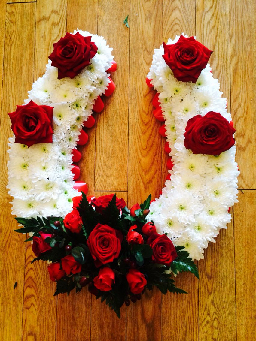 Horse Shoe In Flowers For A Funeral Flower Decorations Pinterest