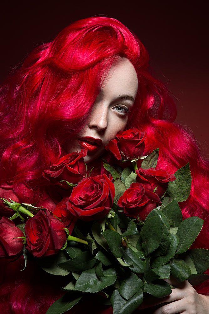 Daryna Barykina Self Portrait Roses Rouges Beaute Fleur De Lune