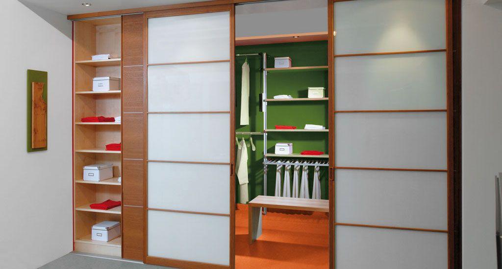 Begehbarer eckkleiderschrank weiß  Begehbarer Kleiderschrank Eichenhaus Schiebetüren Holz Japan ...