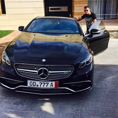 CR7 volta a Ostentar seus carros de luxo antes de treino do Real Madrid http://angorussia.com/entretenimento/fama/cr7-volta-a-ostentar-seus-carros-de-luxo-antes-de-treino-do-real-madrid/