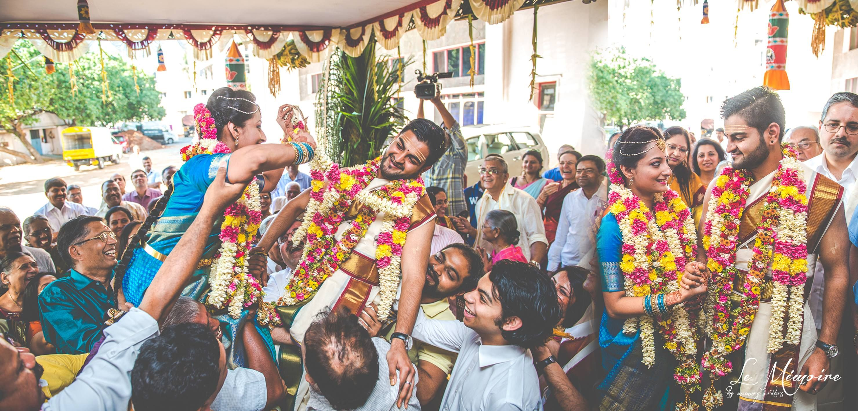 Exchange of Garlands The Battle Of Love & Laughter