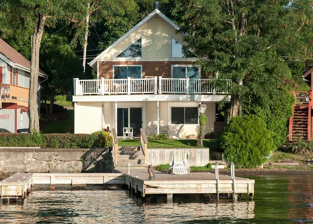 Terrific Lakefront Chateau Keuka Lake Vacation Rentals Finger Home Interior And Landscaping Spoatsignezvosmurscom