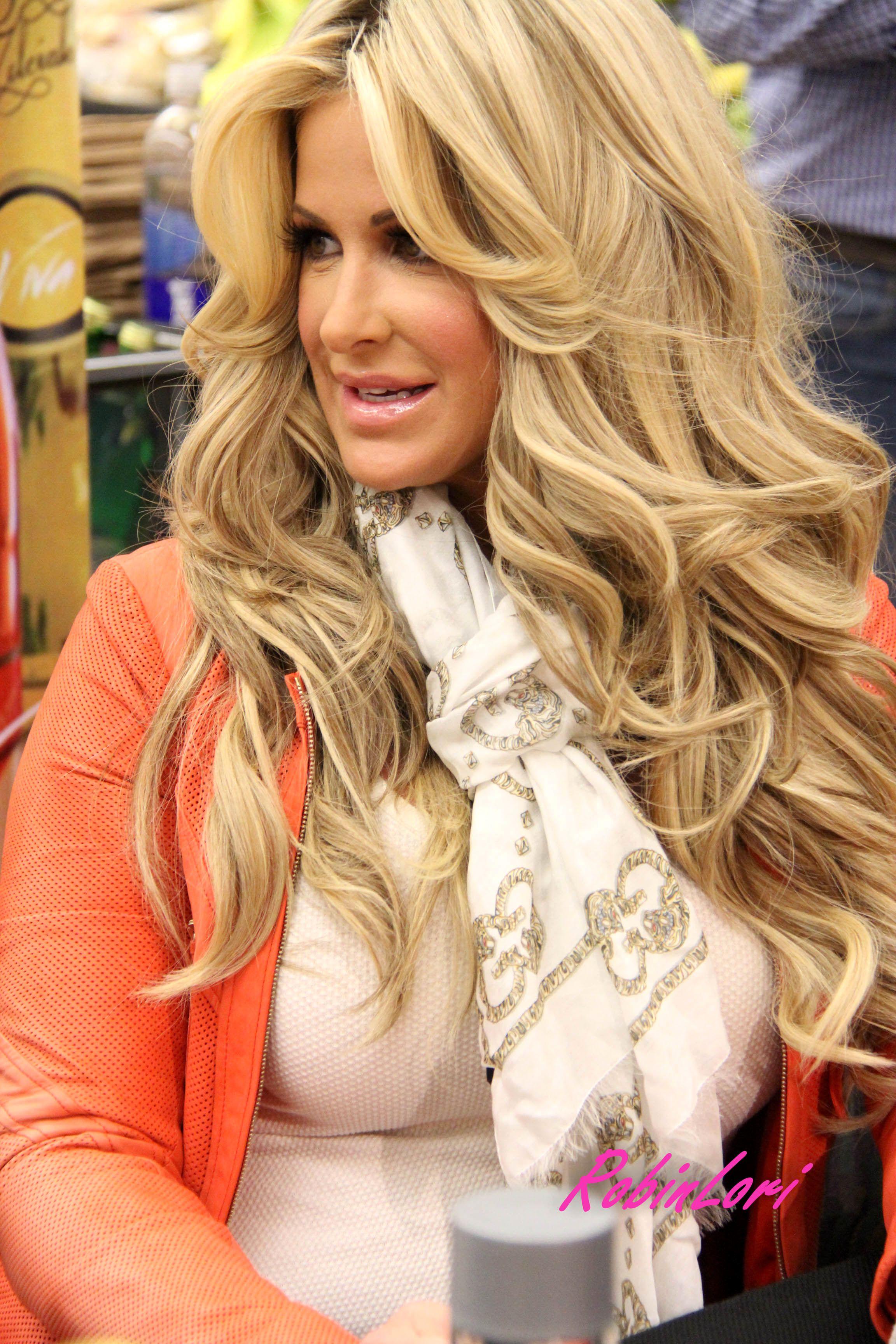 Pin By Trajana Wright On Holy Grail Kim Hair Long Hair Styles Kim Zolciak Biermann