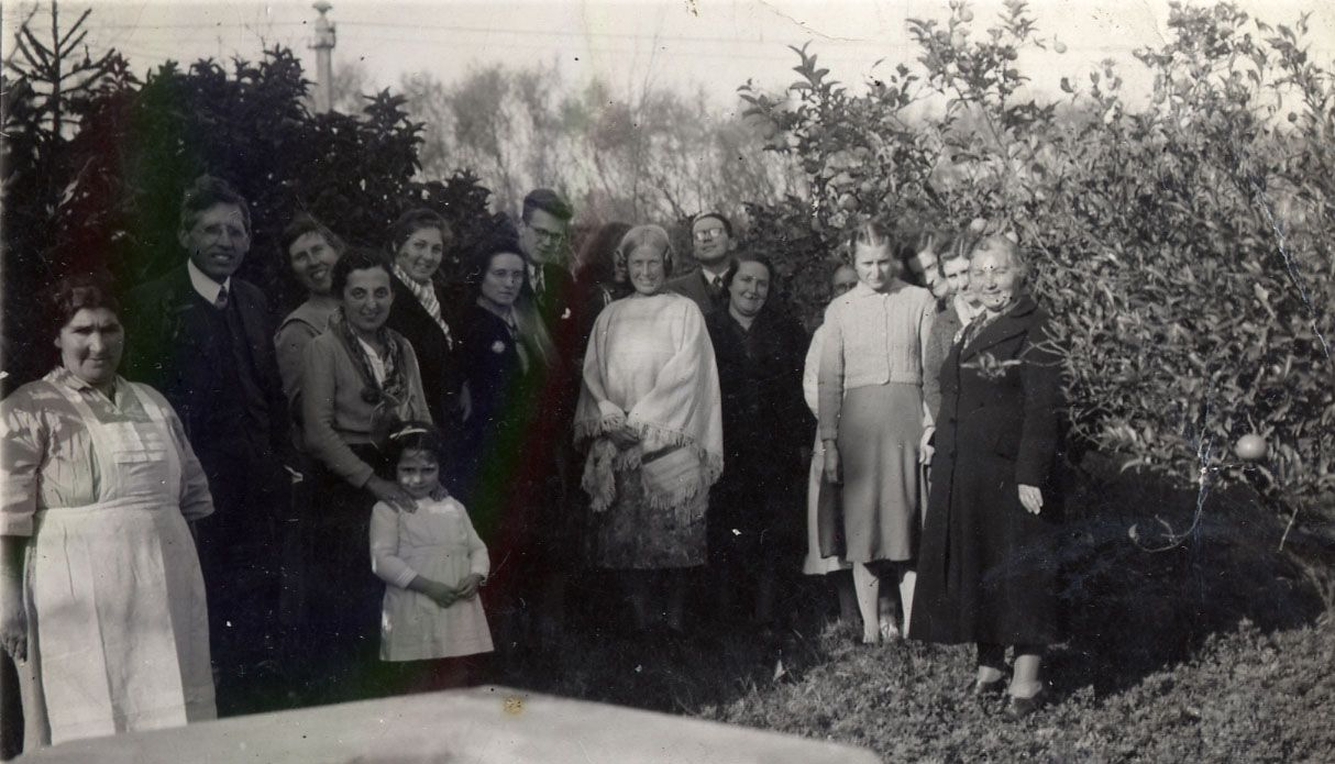Muriel With Her International Friends At A Prayer School In Montevideo Uruguay 1941 With Images International Friends Digital Story Interfaith