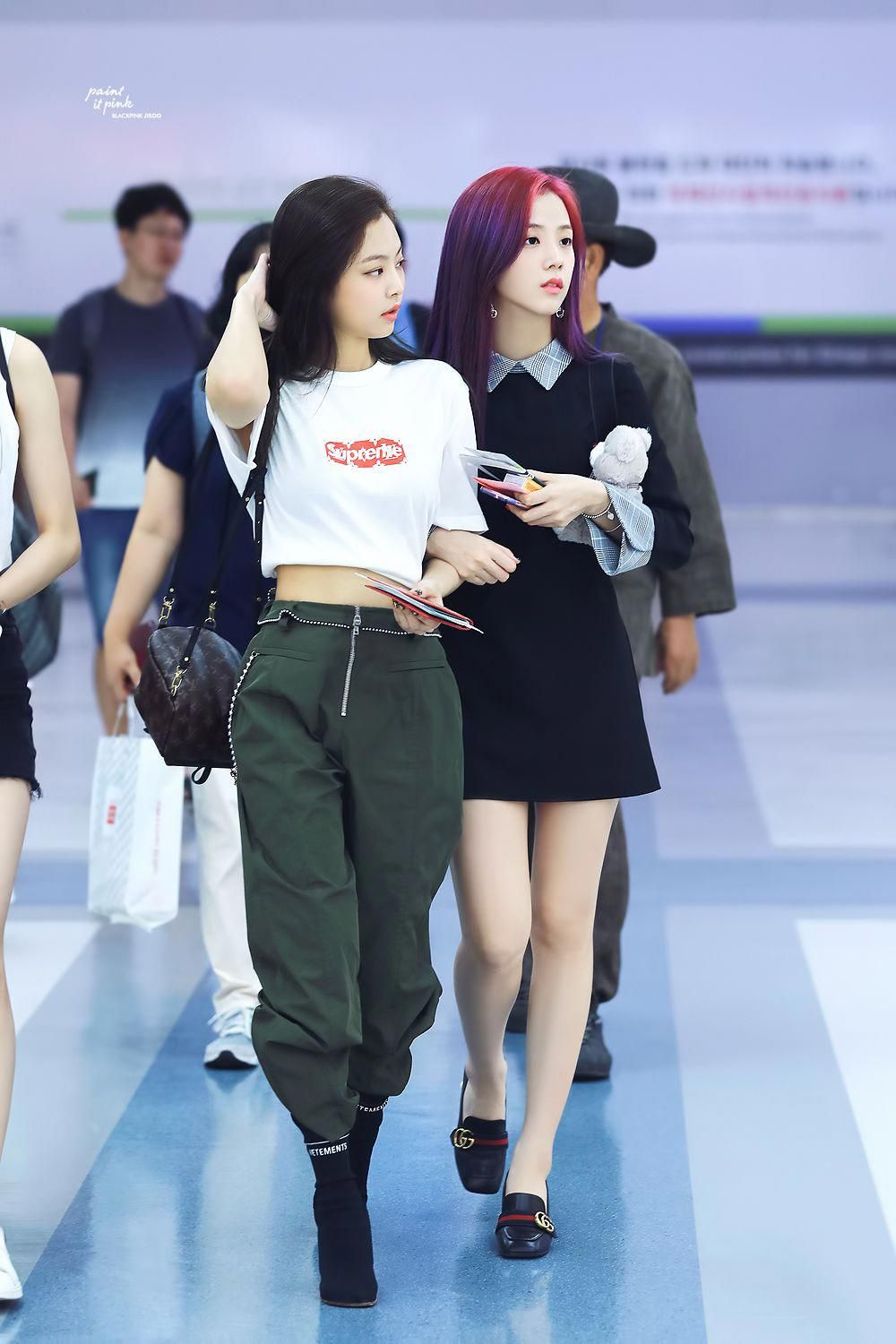 Jennie / Jisoo  Jennie's style is amazing, I love the way her and Lisa dresses #koreanfashion #kpopfashion